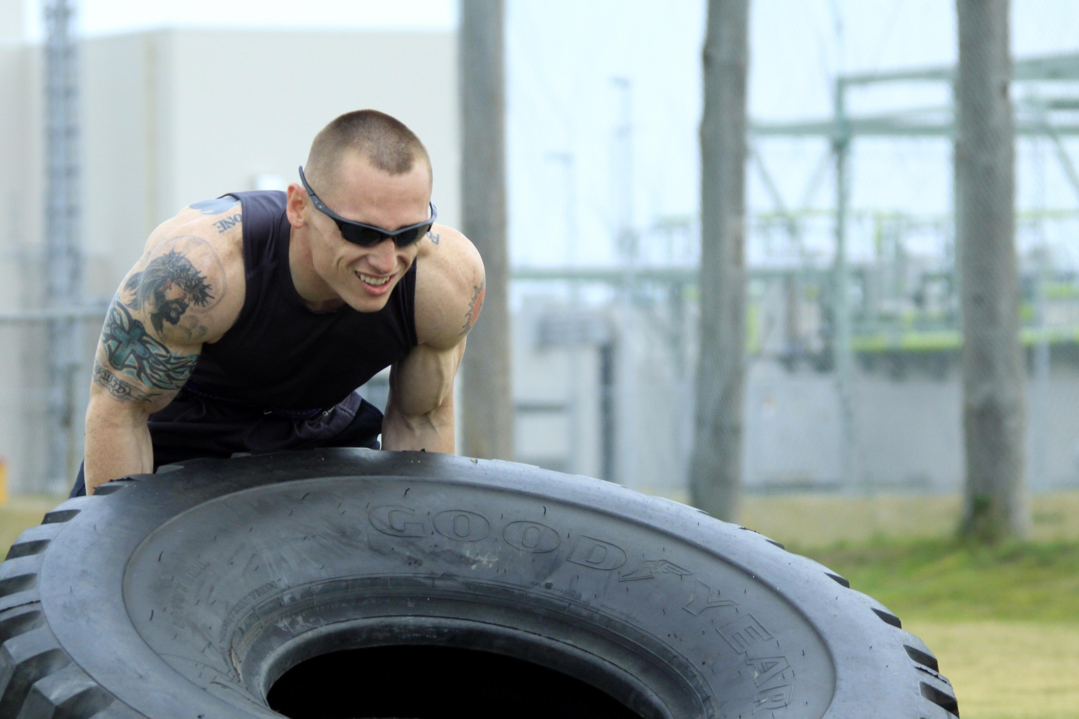 Competitors muscle through competition   Jennifer Pirante